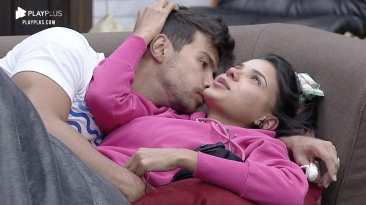 O beijo foi bom': Jakelyne e Mariano vivem clima de romance em 'A Fazenda' - TNH1