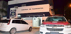 Polícia flagra drogas dentro de carro em Santa Lúcia; suspeito de tráfico é preso