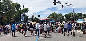 Vídeo: moradores do Pinheiro bloqueiam Fernandes Lima em segundo protesto do dia