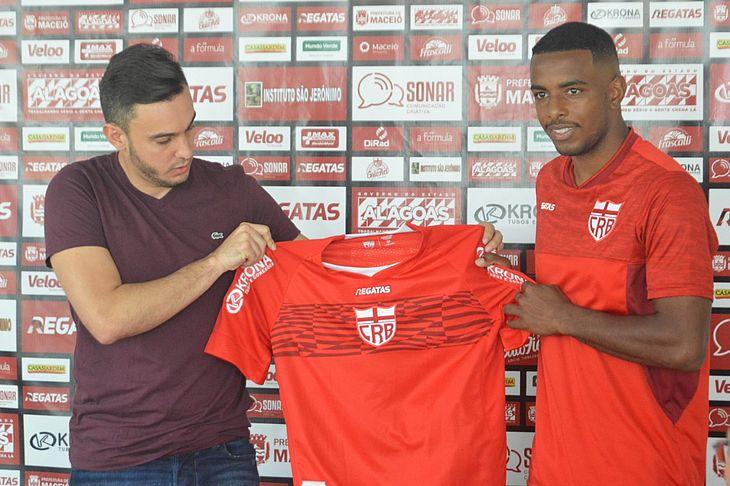 Thiago Paes e Wesley Dias na apresentação do novo reforço
