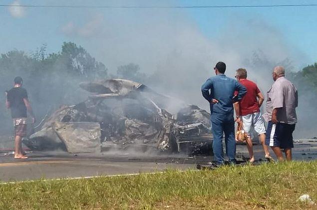 Colisão entre três carros deixa quatro mortos em Camaçari