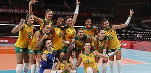 Meninas do vôlei seguem na disputa por medalha olímpica em Tóquio