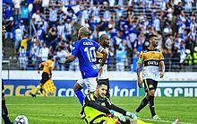 Daniel Costa comemora o belo gol no Rei Pelé