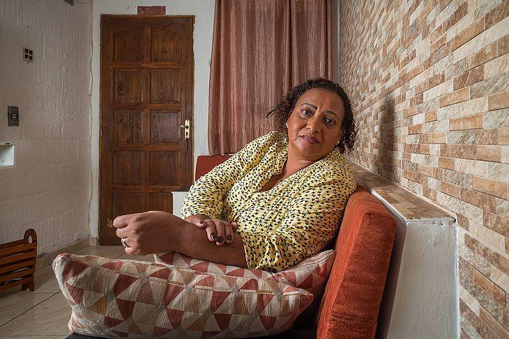 Hélcia da Costa Reis Gomes, 56, que trabalha como doméstica desde os 11 anos de idade