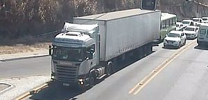 Caminhão que derrubou grade de proteção em Maceió pertence a empresa com sede em SP