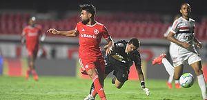 Inter massacra e tira São Paulo da ponta a 7 rodadas do fim do Brasileiro