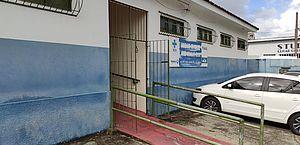 Criminosos invadem posto de saúde, quebram vacinas e furtam eletrônicos no Jacintinho