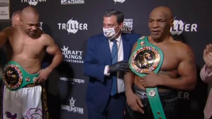 Mike Tyson (à direita) deu declaração após luta de sábado
