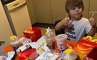 PE: menino de 3 anos faz pedido de R$ 400 no McDonald's pelo celular da mãe