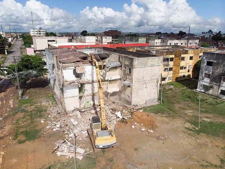 No total, serão demolidos 96 apartamentos nos quatro blocos