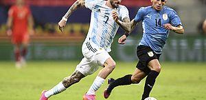 No clássico do Rio da Prata, Argentina supera Uruguai e lidera grupo da Copa América