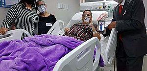 Em luta contra câncer, mulher realiza sonho e recebe carteira da OAB em hospital