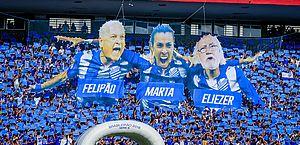 Torcida homenageou o técnico Felipão, a Rainha Marta e o compositor Eliezer Setton, torcedores ilustres do clube marujo