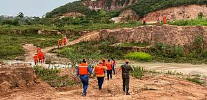 Treinamento simula evacuação de área e resgate em deslizamento de terra