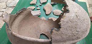 Materiais arqueológicos ao cavar sítio em Santana do Cariri