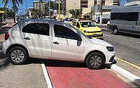 Susto no trânsito: carro sem motorista atravessa avenida desgovernado e para em ciclovia na orla de Maceió