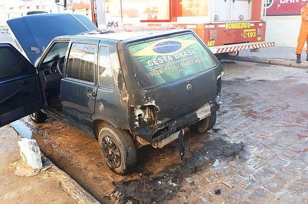 Homem incendeia o próprio carro após discussão com a esposa em Arapiraca