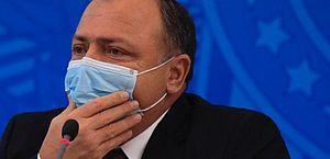 Vacinação no Brasil vai começar na quarta às 10h, diz ministro da Saúde