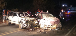 Carros batem de frente e dois ficam feridos na AL-110, em São Sebastião