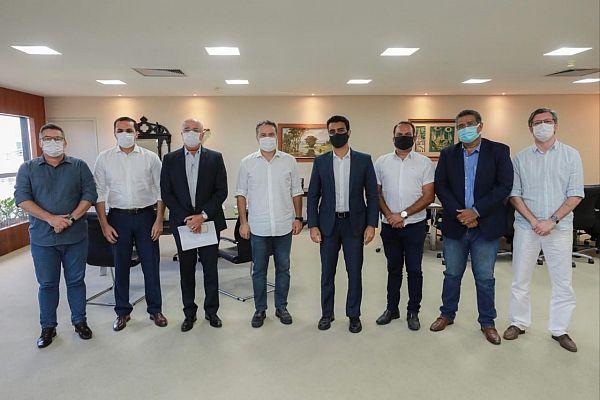 Renan Filho e JHC devem anunciar novas medidas de combate à pandemia.