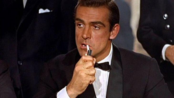 Sean Connery fazendo James Bond em 007