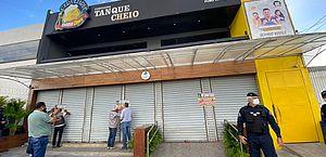 Prefeitura interdita bares por desobediência a decreto