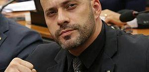 Daniel Silveira sente abandono de colegas e critica base governista na PEC da Imunidade: 'Fui boi de piranha'