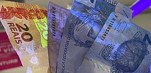 Empresas de ônibus de Maceió fazem simulação de vírus em dinheiro com líquido ultravioleta