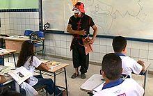 Personagens são interpretados por professor