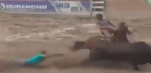 Vídeo: vaqueiro de Alagoas morre ao ser arrastado e pisoteado em vaquejada, em Pernambuco