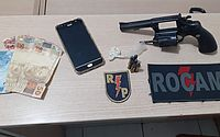 Dois homens são presos com arma e drogas no Benedito Bentes