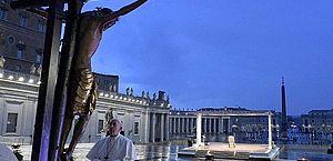 Papa Francisco concedeu a bênção Urbi et Orbi na Praça de São Pedro completamente vazia