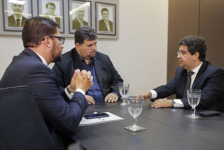 Felipe Cajueiro (advogado da Anoreg), Rainey Marinho e juiz Carlos Cavalcanti.