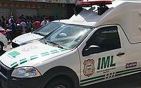 Dois são assassinados a tiros e polícia apreende moto e revólver usados no crime