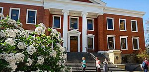 Prédio da faculdade de administração da Universidade de Akron