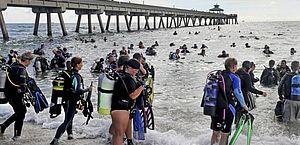Guinness: 600 mergulhadores retiram quase 1T de lixo dos oceanos