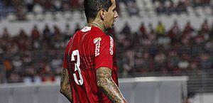 CRB multa Victor Ramos e reintegra jogador; zagueiro esclarece assunto