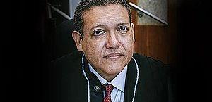Bolsonaro diz a ministros que escolheu Kassio Nunes para vaga no STF