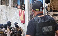 Seis pessoas são feitas reféns e policial militar é baleado em Salvador