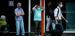 Moradores do RJ já podem dispensar o uso de máscara em locais abertos