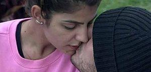Hariany e Lucas trocam beijos e retomam relacionamento em 'A Fazenda 11'