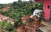 Cratera volta a ceder com chuvas, casas são atingidas e moradores relatam medo no São Jorge