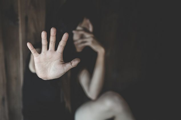 Mulher pula janela para não ser esfaqueada pelo companheiro no Dia dos Namorados em Maribondo