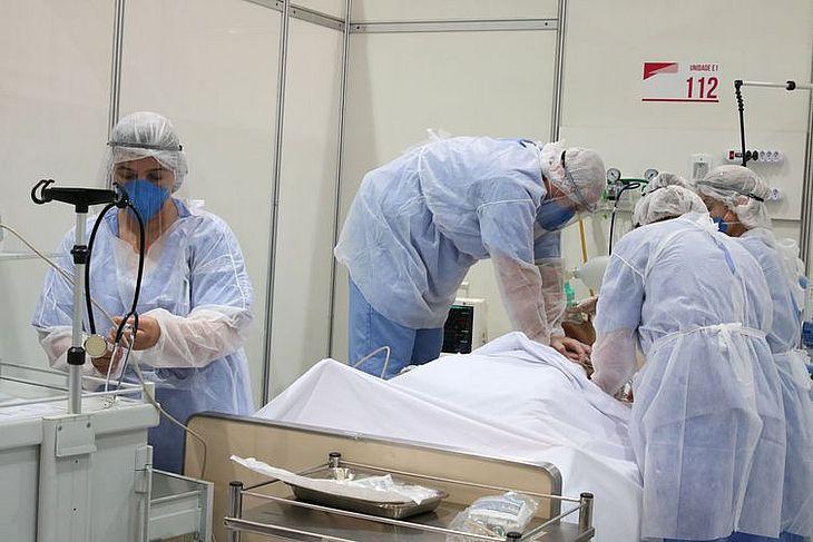 Médicos fazem treinamento para tratamento de Rovid-19  -