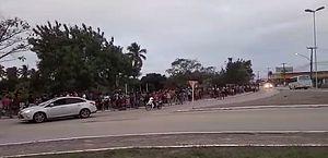 Vídeos: após última chamada para vacinação contra Covid, multidão se aglomera em filas, em Marechal Deodoro