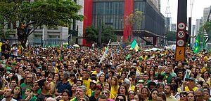 Atos pró-Bolsonaro acontecem em várias cidades neste domingo (26)