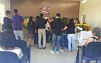 Sob clima de comoção, corpo da adolescente Giovanna Lopes é sepultado em Maceió