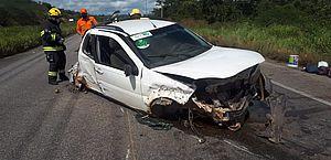 Acidente entre carreta e caminhonete deixa mulher ferida em São Sebastião
