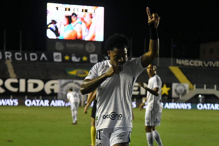 Marinho tem brilhado no Santos