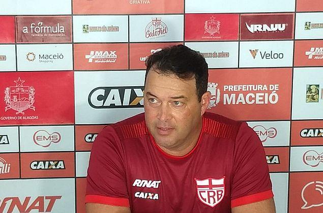 """Fernandes prevê """"pedreira"""" contra o Londrina, mas mostra confiança no CRB"""